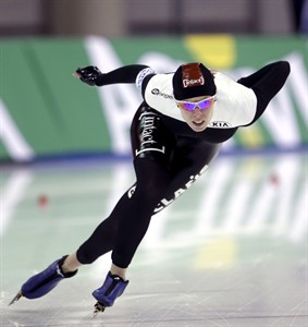 Christine Nesbitt, of Canada, skates in the women's 1000-meter competition at the during the ISU world sprint speedskating championships at the Utah Olympic Oval Saturday, Jan. 26, 2013, in Kearns, Utah. Nesbitt came in first place. (AP Photo/Rick Bowmer)